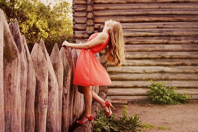 sukienka taliowana